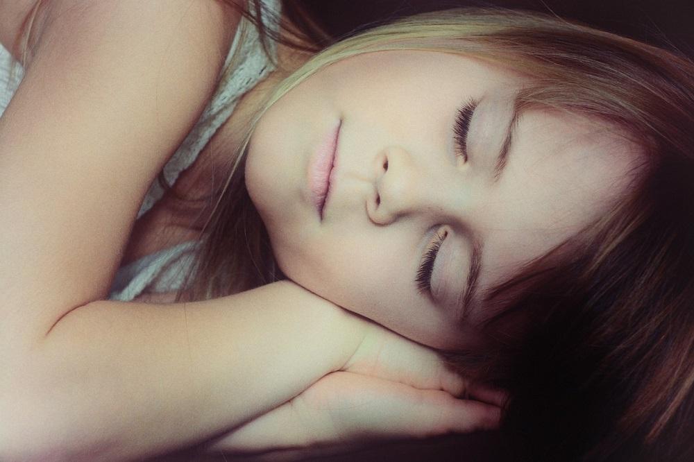気持ちよく熟睡するための方法とは?眠りの質を上げる安眠枕7選